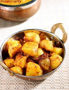 This potato curry recipe is quick to make, just 2 spices,vegan, so delicious and versatile to be served with rice or rotis! Curry Recipes, Vegetarian Recipes, Cooking Recipes, Healthy Recipes, Side Recipes, Vegetable Recipes, Indian Food Recipes, Indian Foods, Vegan Foods