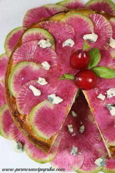 Parmesan et Paprika: Cheesecake au Roquefort Papillon, Brousse et Carpaccio de Radis Red Meat