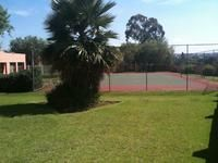 Stunning 2 Bed unit, open plan lounge with kitchen, 1 bath, lovely complex with stunning gardens, pool, tennis court - a kids paradise