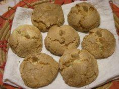 Amaretti sardi Il dolce più famoso e più amato della Sardegna. Un semplice boccone dolce di mandorle aromatizzato con la fragr...