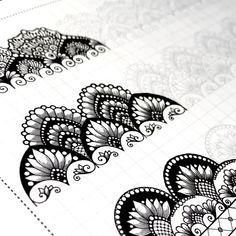 Mandala Doodle, Mandala Drawing, Doodle Art Designs, Doodle Patterns, Art Drawings Sketches Simple, Colorful Drawings, Nose Drawing Easy, Graffiti Writing, Mandala Artwork