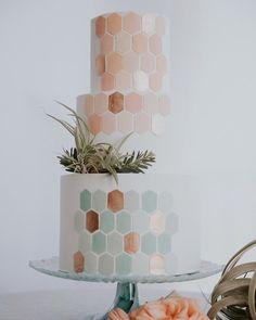 Modern pastel wedding cake with geometric details - Nakedkenny Pastel Wedding Cakes, Black Wedding Cakes, Beautiful Wedding Cakes, Beautiful Cakes, Wedding Cake Centerpieces, Cake Decorations, Fresh Flower Cake, Fall Cakes, Geometric Wedding