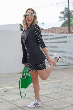 Look vestido poa com tênis