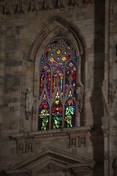 Le Vetrate illuminate a Natale del Duomo di Milano | Industria del ...
