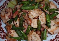 Česnekové maso se slaninou a fazolkami - minutka Kung Pao Chicken, Green Beans, Cooking Recipes, Vegetables, Ethnic Recipes, Food, Diet, Vegetable Recipes, Eten