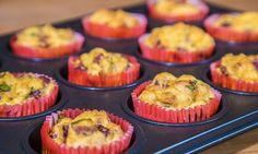 Jsou rychlé, snadné a výborné... Naučte se péct velikonoční nádivkové muffiny! Sympatická cukrářka Hanka vám v tomto videu ukáže, jak na to. Breakfast, Food, Morning Coffee, Essen, Meals, Yemek, Eten