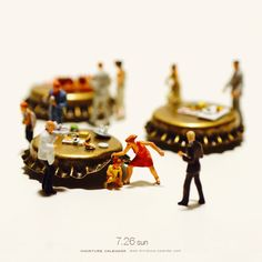 Bigger doesn't always mean better, as Japanese artist Tatsuya Tanaka proves with these tiny dioramas that he makes for his ongoing Miniature Calendar project. Kagoshima, Miniature Photography, Toys Photography, Minis, Photo Macro, Miniature Calendar, Art Du Monde, Tiny World, Miniature Figurines