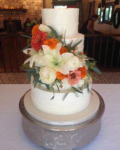 Classic beauty with #buttercream and #fresh flowers #mysweetaustin #mysweetaustincakeshop #weddingcake #atxweddings #austinwedding