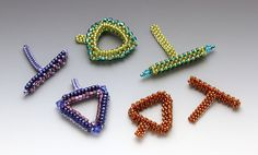 Three Triangle Toggles - Bead&Button Show Carrie Johnson Carrie Johnson, Beading Patterns, Jewelery, Triangle, Jewelry Making, Beaded Bracelets, Pendants, Beads, Beadwork