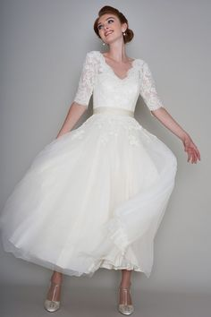 Loulou Bridal TRUDY Vintage Calf Ankle Length Wedding Gown with Sleeves TRUDY Vintage Kalb knöchellangen Brautkleid mit Ärmeln Ankle Length Wedding Dress, Second Wedding Dresses, How To Dress For A Wedding, Vintage Inspired Wedding Dresses, Western Wedding Dresses, Wedding Gowns With Sleeves, Classic Wedding Dress, Wedding Dresses For Sale, Perfect Wedding Dress