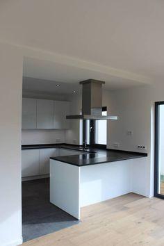 Haus E : Moderne Küchen von cordes architektur