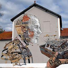"""Alexandre Farto, a.k.a Vihls, conhecido pelo seu trabalho em que """"subtrai"""" matéria física das paredes para a constução dos seus retratos, se uniu à um mestre da ilustração em larga escala, Pixel Pancho, para criar esse mural que é um tapaço na cara. A intervenção encomendada pela Underdog foi feita em Lisboa, Portugal."""