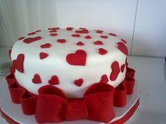 Bolo de chá de lingerie enfeitado com pasta americana. Oreo Cake, Cake Cookies, Fondant Cakes, Cupcake Cakes, Ruby Wedding Cake, Cake For Boyfriend, Tolle Desserts, Heart Cakes, Valentines Day Cakes