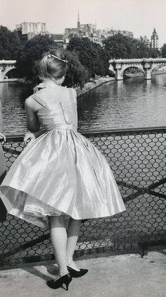 honey-rider:  Janine Niepce . Le pont des Arts, Paris . 1962