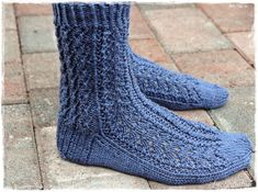 Suvikumpu: Pitsisukat Crochet Socks, Knitting Socks, Knitting Charts, Leg Warmers, Handicraft, Slippers, Handmade, Tights, Wool