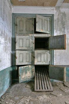 Morgue. Ellis Island Isolation Hospital - New York / New Jersey