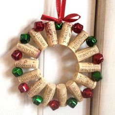 20 brilliant DIY wine cork projects for the Christmas decoration - . - 20 brilliant DIY wine cork projects for the Christmas decoration – - Wine Cork Wreath, Wine Cork Ornaments, Wine Cork Art, Diy Christmas Ornaments, Holiday Crafts, Christmas Wreaths, Ornaments Ideas, Holiday Decorations, Handmade Christmas
