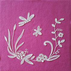 Duchesse is a part lace, made of individual bits. Needle Lace, Bobbin Lace, Blog, Type, Decor, Decoration, Blogging, Dekoration, Inredning