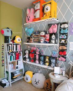 Creating an Army Bedroom Cute Room Ideas, Cute Room Decor, Army Room Decor, Room Decor Bedroom, Dream Rooms, Dream Bedroom, Ideas Decorar Habitacion, Bts Doll, Army Bedroom