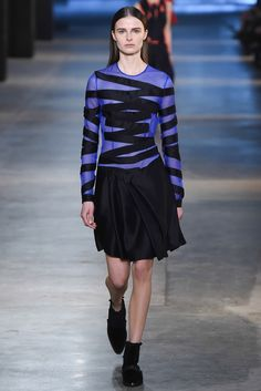 Christopher Kane - Fall 2015 Ready-to-Wear - Look 21 of 47?url=http://www.style.com/slideshows/fashion-shows/fall-2015-ready-to-wear/christopher-kane/collection/21
