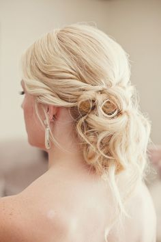messy-chic wedding hair // photo by nbarrettphotography.com