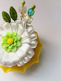 Do More With Less: Your weekend project: cupcake trinket pin holder