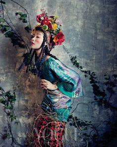 'Room with a Garden' Sung Hee Kim & Jung Sun Jin by Bo Lee for Vogue Korea February 2013 [Editorial] - Fashion Copious Foto Fashion, Fashion Week, Fashion Art, Editorial Fashion, High Fashion, Fashion Design, Vogue Editorial, Style Fashion, Luxury Fashion