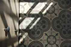 MOZA, fények, bútorok #mozacementtile Cement, Door Handles, Home Decor, Door Knobs, Decoration Home, Room Decor, Home Interior Design, Home Decoration, Interior Design