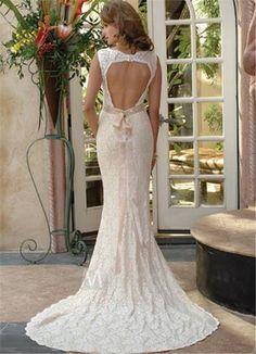 lace-wedding-dress-with-keyhole-back.jpg (600×829)