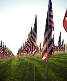 Voici ce que vous devez savoir sur le week-end du Memorial Day 2020 American Flag Pictures, American Flag Decor, American Flag Wood, American Pie, History Of Memorial Day, Memorial Day Flag, Memorial Weekend, Memorial Day Pictures, Veterans Day Quotes
