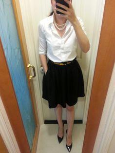Uniqlo shirt, HnM skirt, Hermes belt, vintage pearl necklace, Ann Taylor black patent leather pumps. #CarolinaHerrera #HermesBelt #OOTD #WorkOutfit