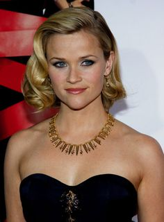 Reese Witherspoon's waves are a perfect way to disguise a growing bob haircut -- with style.