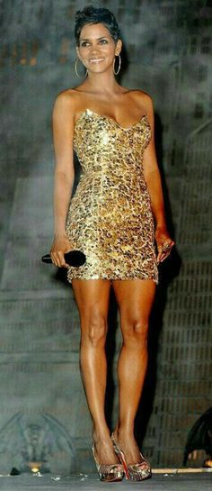Celebrity Outfit 343 Fresh Image Detail for who's Got the Best Legs In Hollywood Halle Berry Style, Halle Berry Hot, Beautiful Legs, Beautiful Black Women, Beautiful People, Hale Berry, Meagan Good, Nude Outfits, Celebrity Outfits