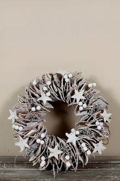 Ga jij deze week een kerstkrans maken? Bekijk hier de mooiste zelfmaak kerstkransen voor aan de muur of aan de deur!