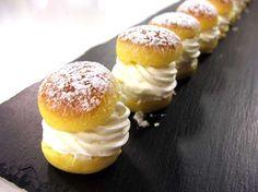 Luca Montersino ci delizia con i 'Maritozzini' dolci tipici romani, qui in formato mignon, buoni da gustare come dessert o per accompagnare una ricca colazione!