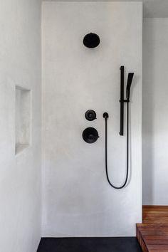 Microcement cement plaster tadelakt — San Diego Bath & Tile, Inc. Cement Bathroom, Loft Bathroom, Bath Tiles, Downstairs Bathroom, Small Bathroom, Rustic Bathroom Designs, Bathroom Interior Design, Bad Inspiration, Bathroom Inspiration