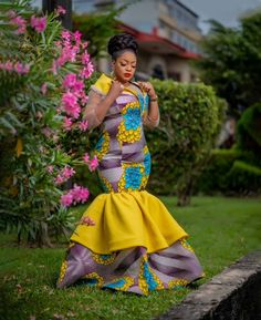 The best collection of 2018 most stylish ankara designs you've been looking for. We have them complete stylish ankara designs 2018 here Latest Ankara Dresses, Ankara Short Gown Styles, Trendy Ankara Styles, Ankara Gowns, Ankara Blouse, African Attire, African Wear, African Women, African Dress