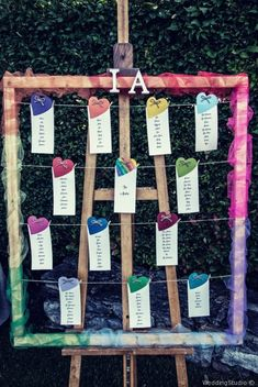 Tableau de mariage colori dell'arcobaleno #matrimonio #nozze #sposi #sposa #tableau #tableaudemariage #wedding #weddingideas #rustichic #bohochic #decorazionimatrimonio #allestimentinuziali Tableau Marriage, Diy Wedding, Wedding Day, Neon Birthday, Rainbow Wedding, Just Married, Wedding Colors, Diy Crafts, Creative