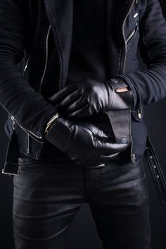 Wearing gloves gives your outfit an element of sophistication. And Real Men DO Wear GLOVES. Read how to style it Black Leather Gloves, Leather Men, Leather Pants, Melinda May, Mens Gloves, Menswear, Mens Fashion, Couture, My Style
