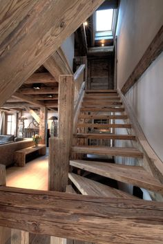 Stairs in mountain house Rustic Staircase, Modern Staircase, Staircase Ideas, Curved Staircase, Craftsman Staircase, Stair Railing, Chalet Design, Chalet Style, House Design
