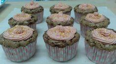 Cupcakes de brownie con butter cream y fideos dorados de Cuqui Cakes