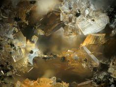 Phosphosiderite.  Steinbruch Folgosinho, Gouveia, Portugal FOV=1.3 mm Photo Stephan Wolfsried