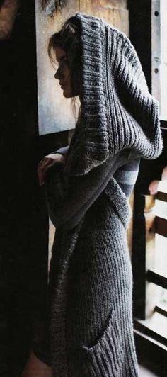 Knitting inspiration, love this hooded sweater. Looks so very comfy! Mode Style, Style Me, Look Fashion, Winter Fashion, Street Fashion, Mode Inspiration, Sweater Weather, Warm And Cozy, Knitwear