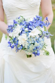 #florafetish #atxweddings #bluewhiteweddingbouquet #sherryhammondsphotography #thehillscountryclub http://www.florafetish.com