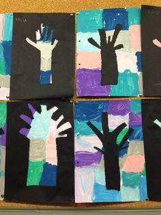 Treball amb pintura de colors freds amb contrast d'arbre punxat en cartolina negra. Fet per unes amigues meves d'Ed.Infantil a la seva escola.