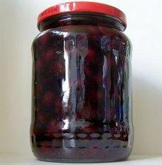 Das perfekte Einmachen: Kirschen mit Vanille, eingekocht-Rezept mit einfacher Schritt-für-Schritt-Anleitung: Vanilleschote auskratzen. Vanillemark…