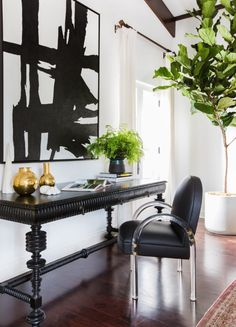 Inside Pretty Little Liars Star Shay Mitchell's Spanish-Style Los Angeles Home The actress enlisted the celebrity darlings behind Consort Design to. Architectural Digest, Inside Celebrity Homes, Celebrity Houses, Estilo Hollywood Regency, Office Deco, Desk Office, Home Interior Design, Interior Decorating, Mansion Interior