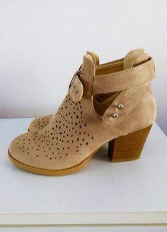 Kupuj mé předměty na #vinted http://www.vinted.cz/damske-boty/kotnikove-boty/12217894-krasne-jarni-bezove-botky-na-podpatku-bata