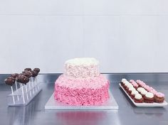 Pink foodie. Rose cake, Cupcakes, cakepops