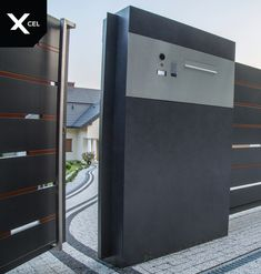 Nodern mailbox near the entry gate. // W pobliżu furtki umieszczono panel przelotowej skrzynki na listy. Fence Gate Design, Steel Gate Design, Front Gate Design, Main Gate Design, House Gate Design, House Front Design, Balcony Design, Facade Design, Door Design
